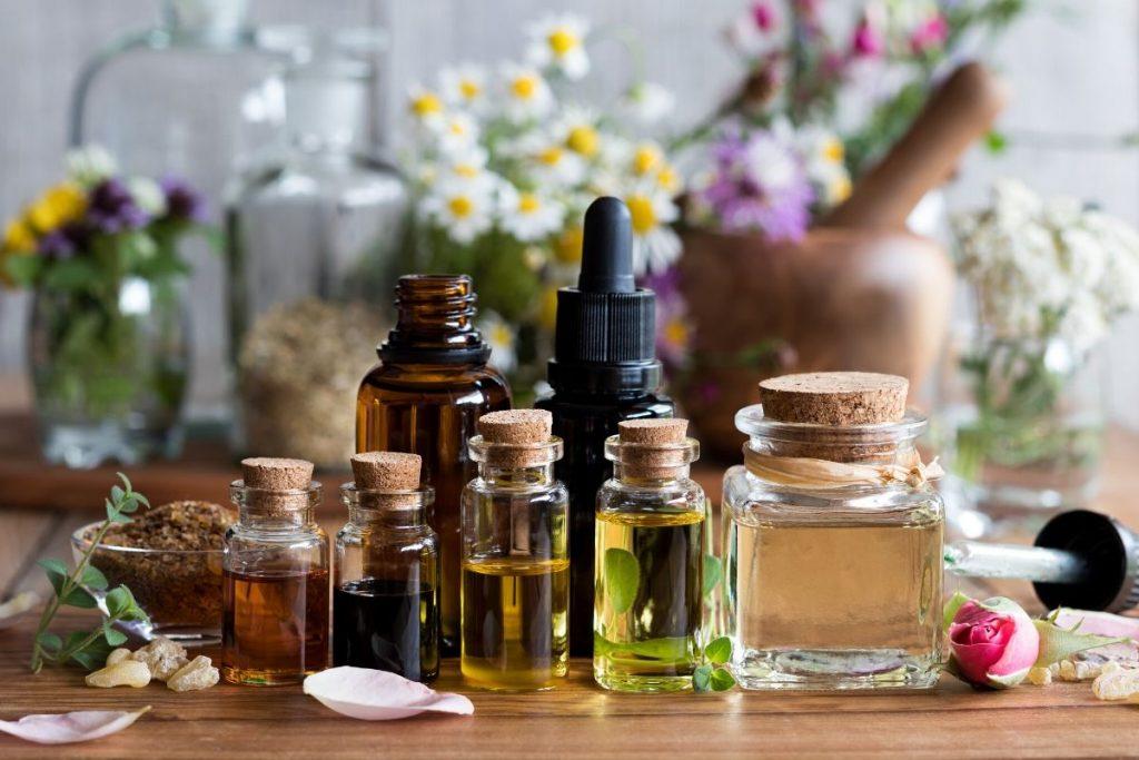 Fragrance Oil Vs. Essential Oil: Uses of Both Oils
